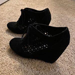 Velvet black wedges